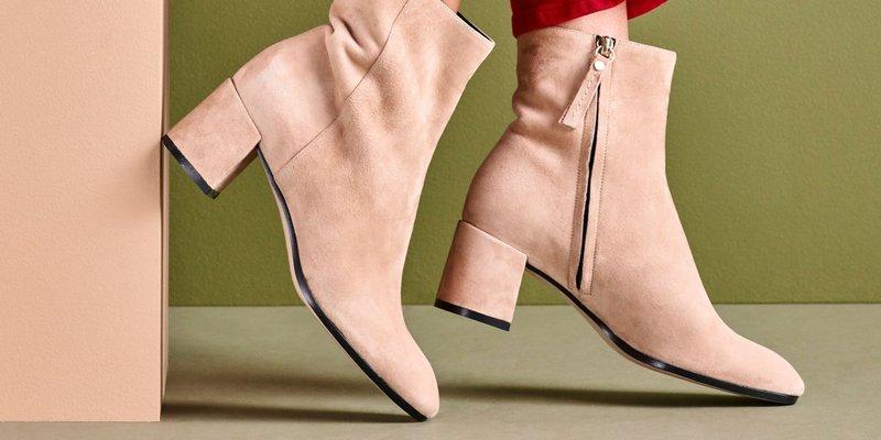 manfaat micellar water - membersihkan sepatu.jpg