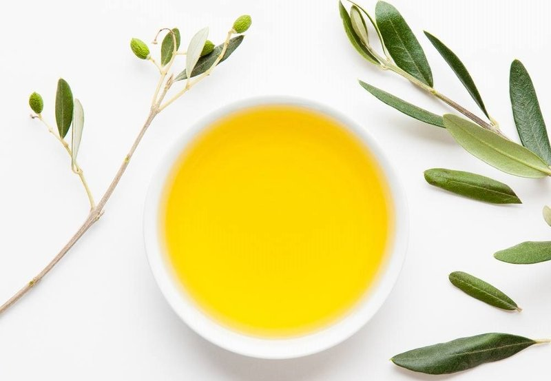 manfaat minyak zaitun untuk rambut susah diatur.jpg