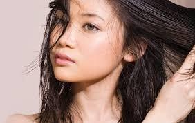 manfaat pare untuk kecantikan - mengatasi rambut berminyak.jpg