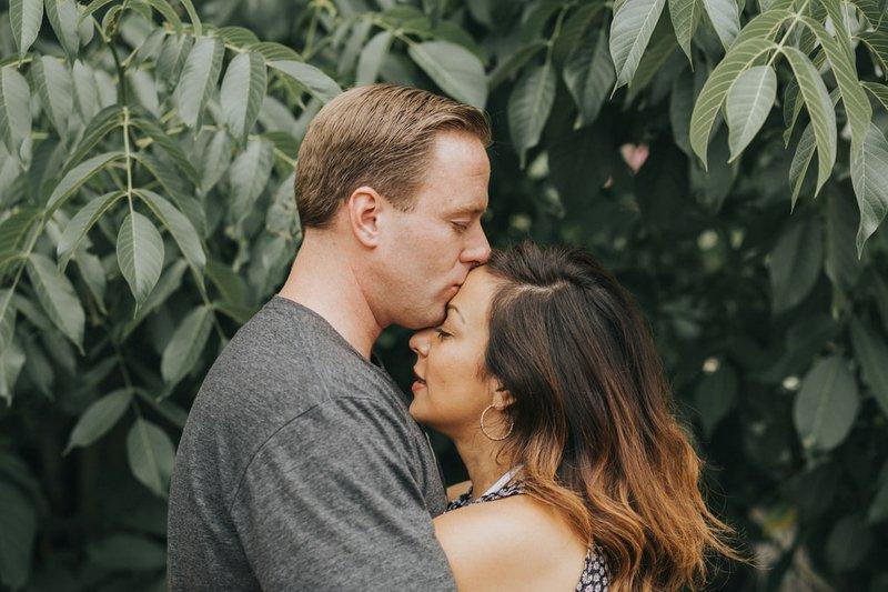 manfaat pelukan dengan suami 1.jpeg