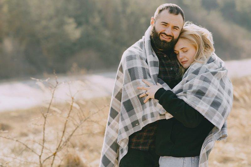 manfaat pelukan dengan suami 3.jpeg