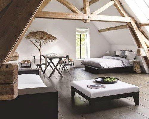 Kamar minimalis aksen kayu