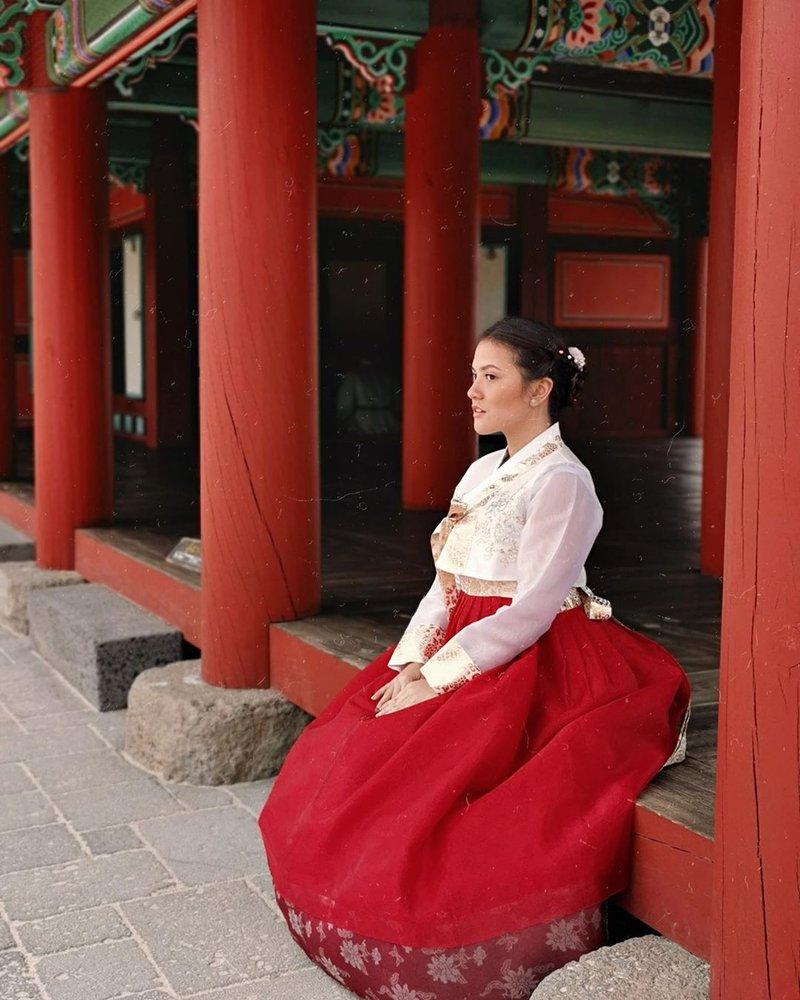 Keren! Ini 5 Seleb Indonesia yang Memakai Hanbok di Korea Selatan