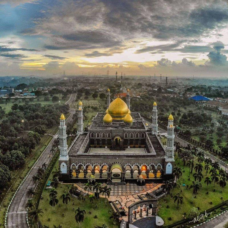 wisata religi masjid kubah emas.jpg
