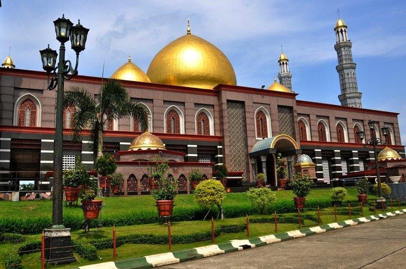masjid kubah emas depok.jpg