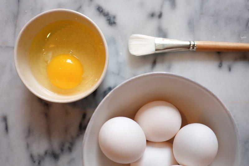 Putih telur sebagai pelumas alami yang aman untuk pria.jpg