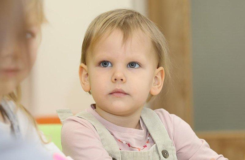 melatih kemampuan sosial bayi