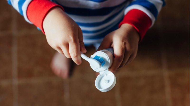 memilih pasta gigi anak