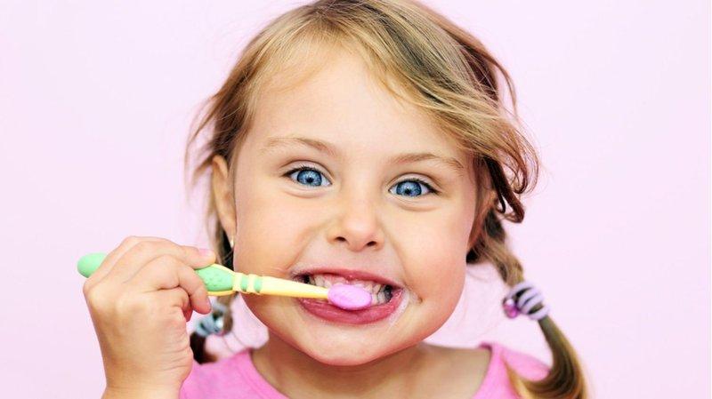 memilih sikat gigi anak