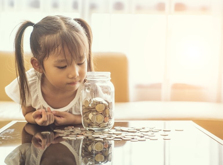 mengajarkan anak menabung