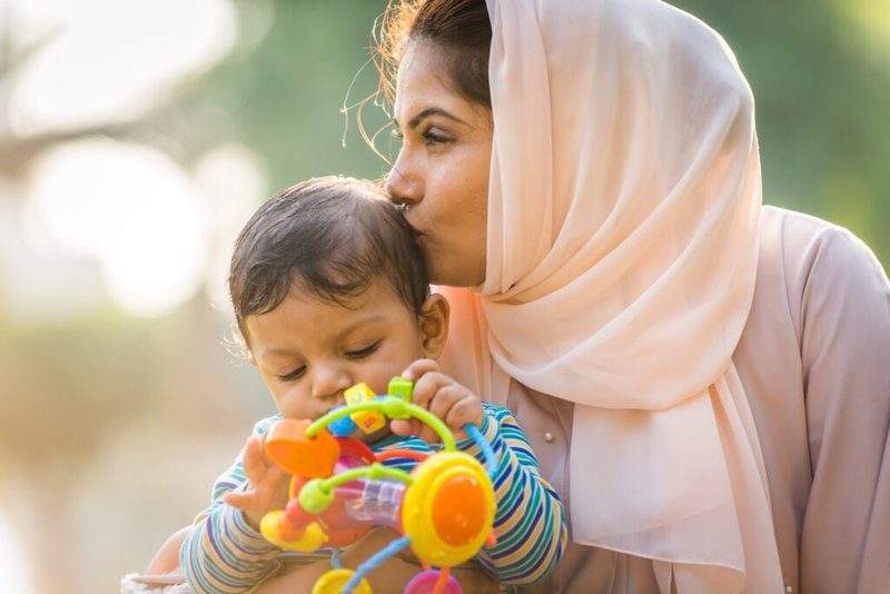 mencium anak dalam islam.jpeg