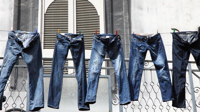 mencuci jeans-2.jpg