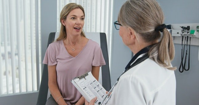 Ilustrasi ibu hamil kunjungi dokter