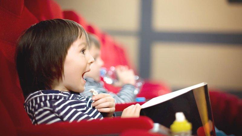 mengajak anak pertama kali ke bioskop hero banner magz (1510x849)