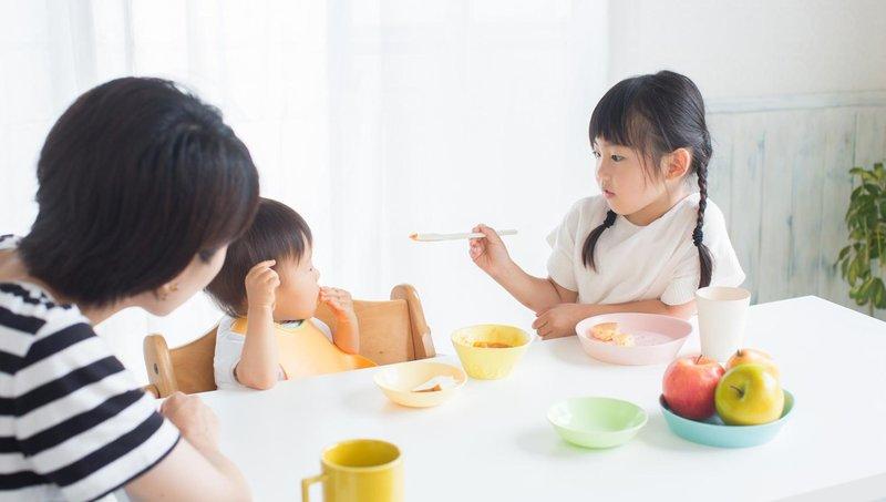 mengapa kebiasaan makan malam bersama keluarga penting untuk anak 4