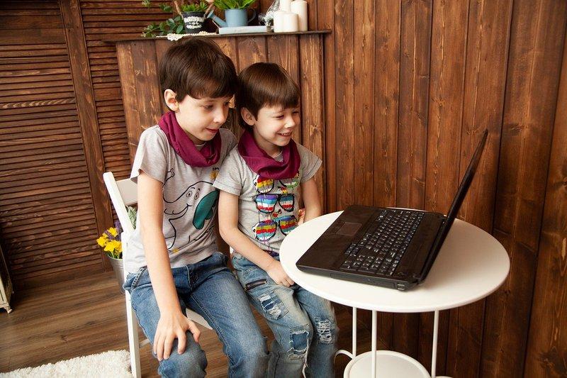 mengenalkan sejarah internet pada anak 6.jpg