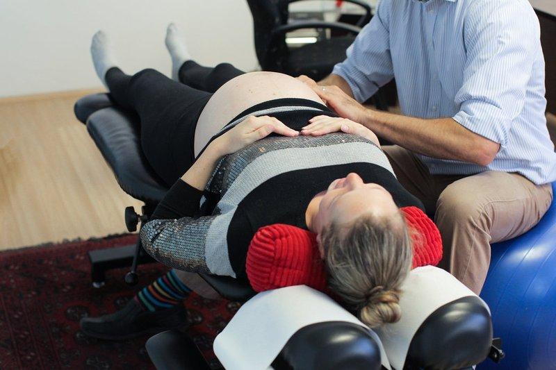 menggunakan alat pijat listrik saat hamil 3.jpg