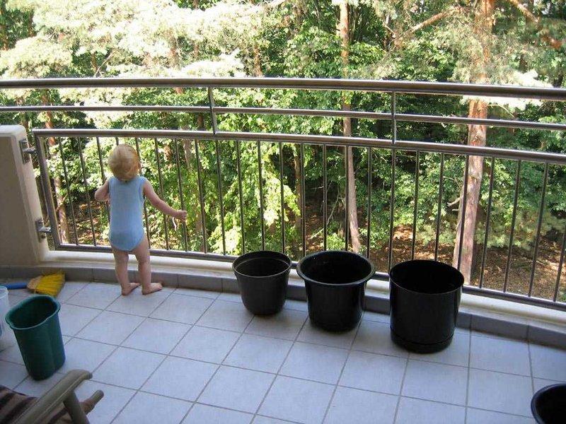 menjaga keamanan anak dari balkon-2.jpg