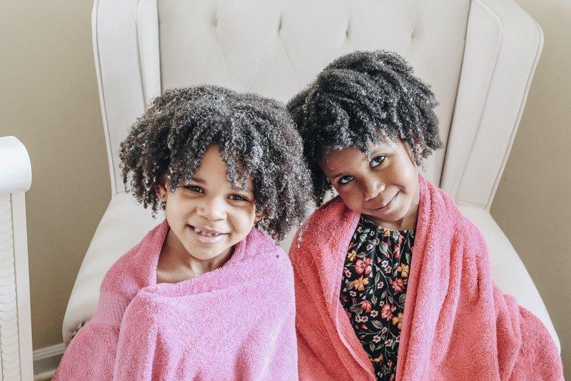 merawat rambut keriting anak-keramas.jpg