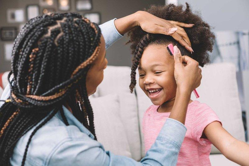 merawat rambut keriting anak-keringkan rambut anak.jpg