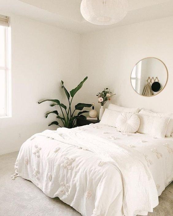Kamar minimalis remaja serba putih