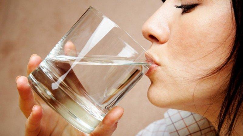 Minum air.jpg