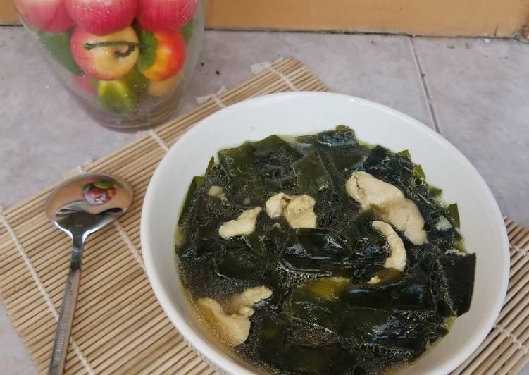 miyeok-guk-sup-rumput-laut-korea-foto-resep-utama.jpg