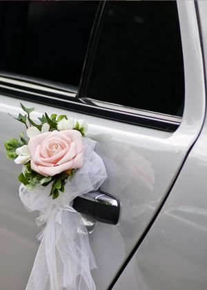 mobil pengantin rangkaian bunga.jpg