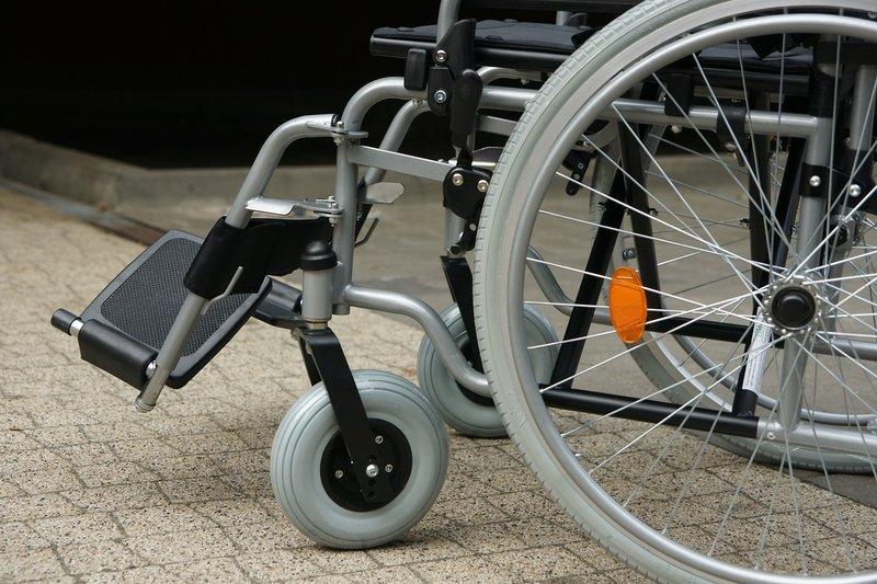 masalah mobilitas, merawat balita penderita spina bifida.jpg