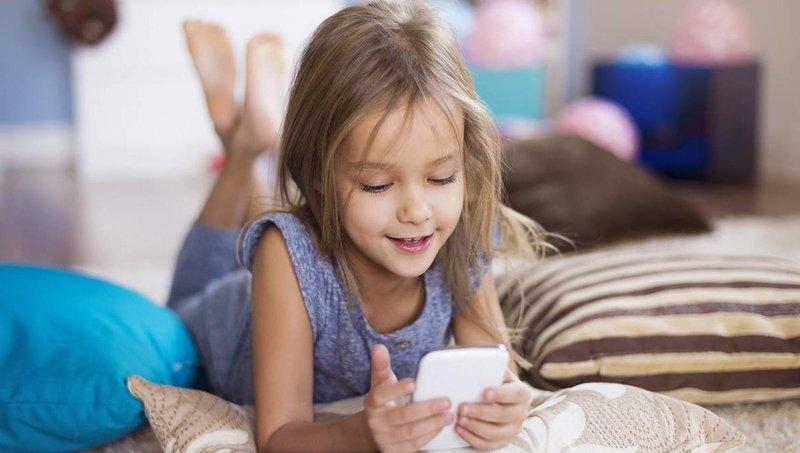 moms, ayo mulai mengajarkan keamanan berinternet pada anak 3