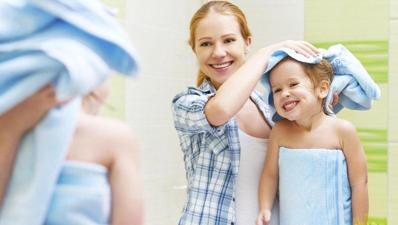 moms, begini cara merawat rambut keriting balita yang benar 4
