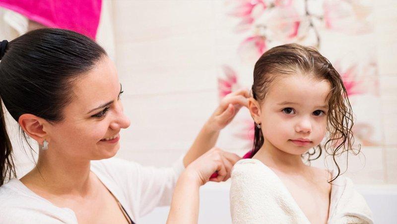 moms, begini cara merawat rambut keriting balita yang benar 3
