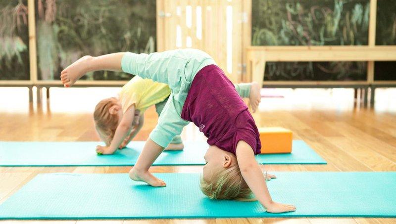 moms, ini 5 manfaat yoga untuk balita 2