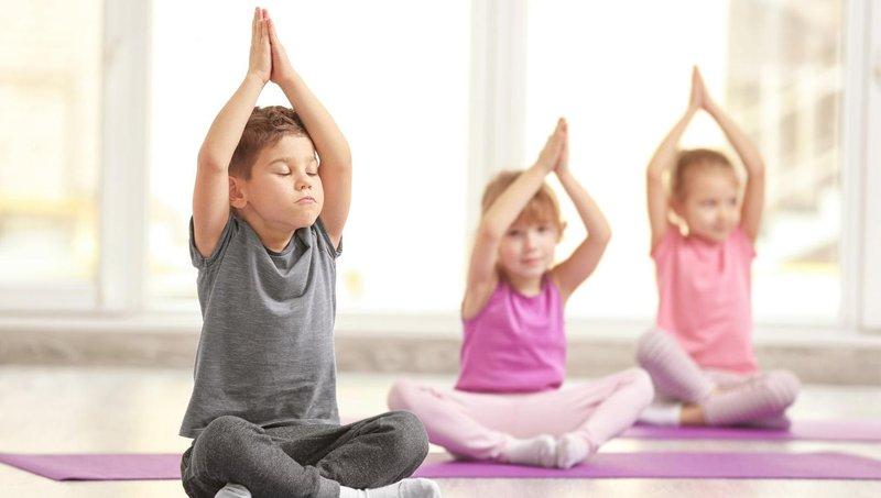moms, ini 5 manfaat yoga untuk balita 5