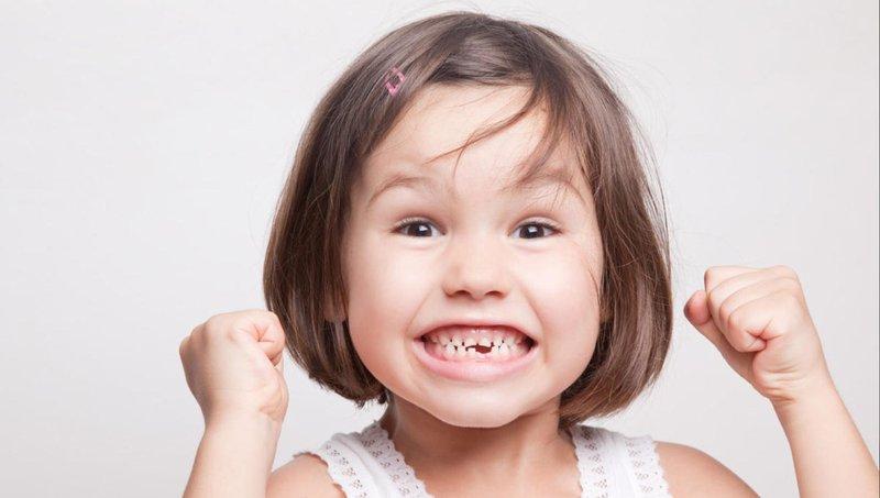 moms, lakukan ini untuk meredakan rasa sakit saat gigi anak goyang 1