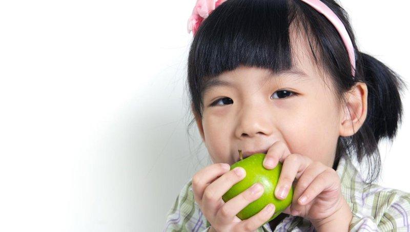 moms, lakukan ini untuk meredakan rasa sakit saat gigi anak goyang 4
