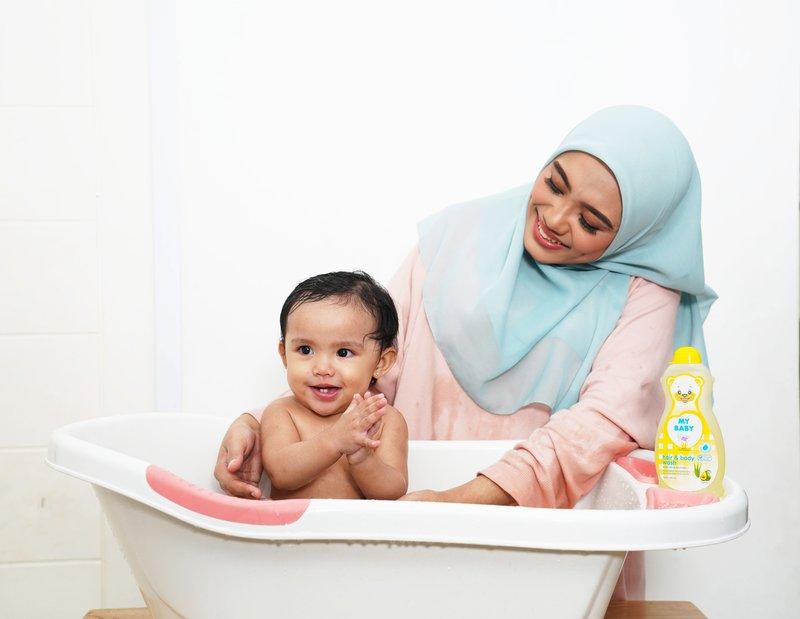 cara memandikan bayi untuk orang tua baru