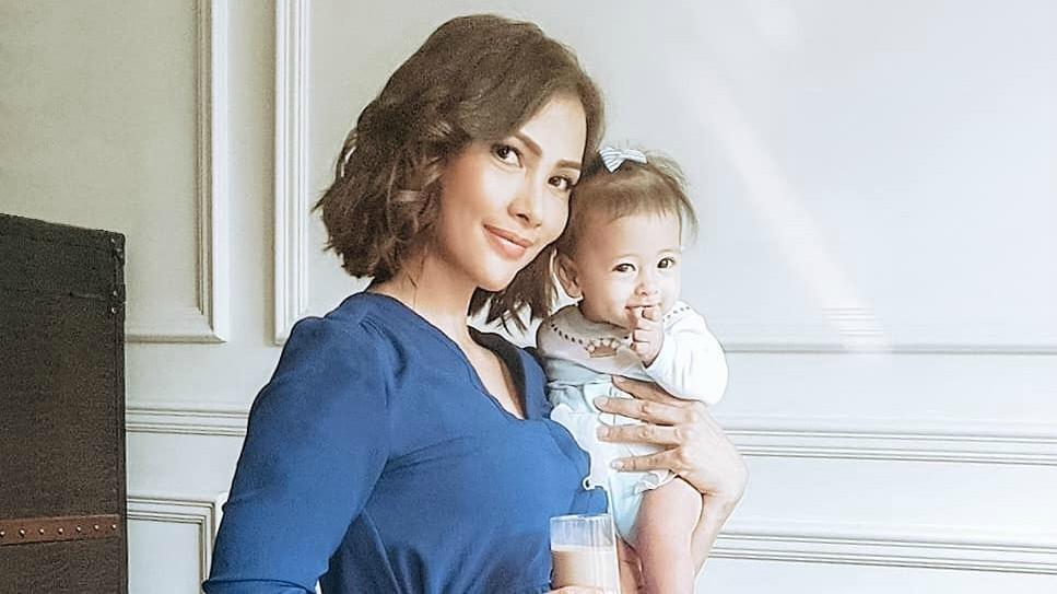 Nadia Mulya Potong Rambut Pendek Ini 5 Seleb Moms Yang Juga Memilih Potongan Rambut Pendek Orami