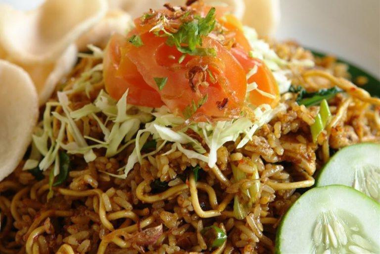 nasi goreng mawut paling enak di indonesia 768x513