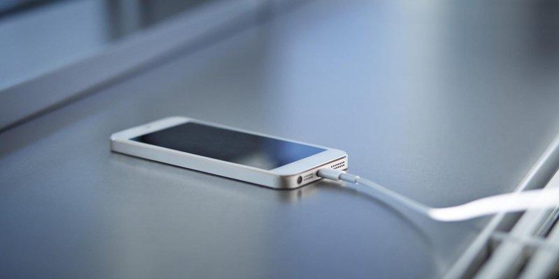 o smartphone charging facebook