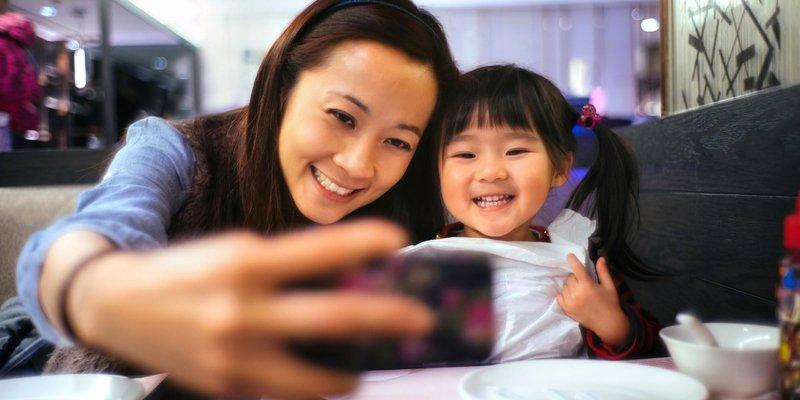 o toddler selfies facebook