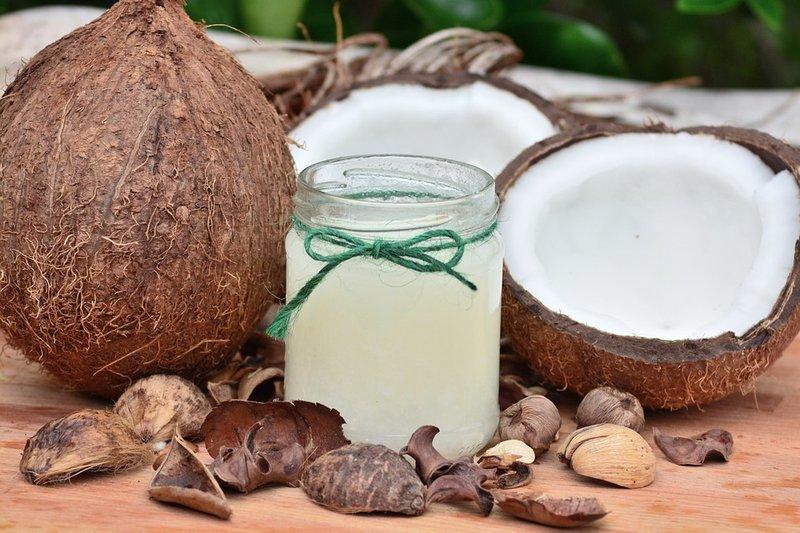 obat gatal alami untuk selangkangan - minyak kelapa.jpg
