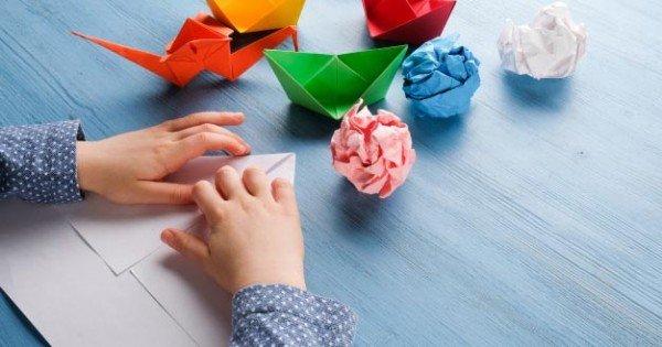 anak membuat origami