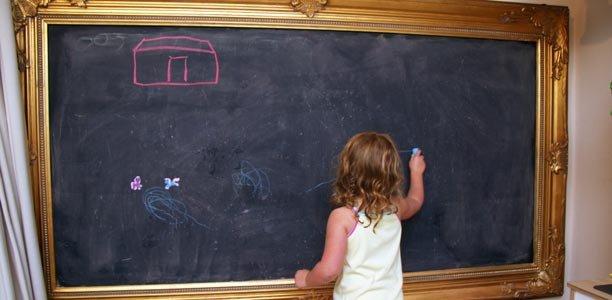 cara mengajarkan anak menulis-menggunakan kapur tulis.jpg