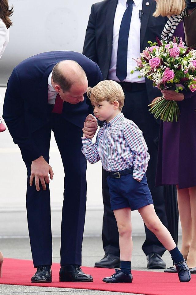 pangeran william george menunduk