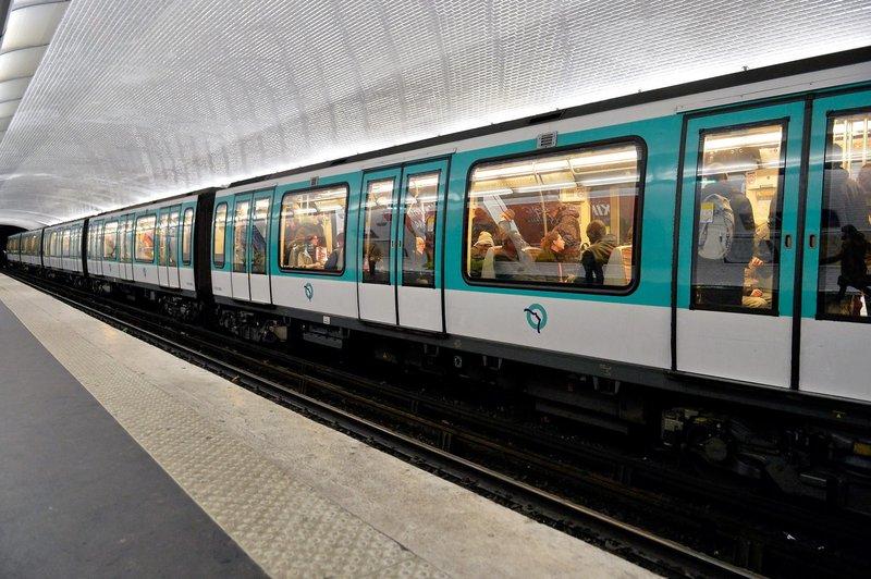 paris metro france racist chelsea fan february 2015