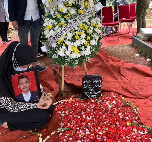pemakaman okky bisma.png