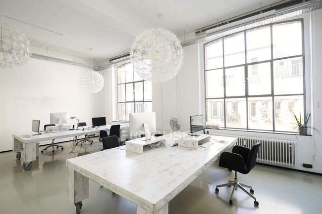 pemilihan cat desain kantor.jpg