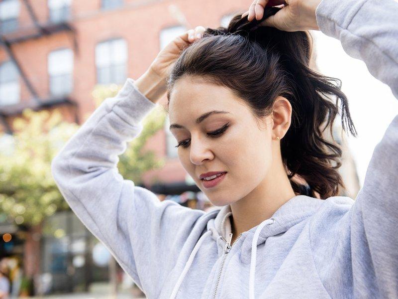 penyebab rambut rontok - mengikat rambut.jpg
