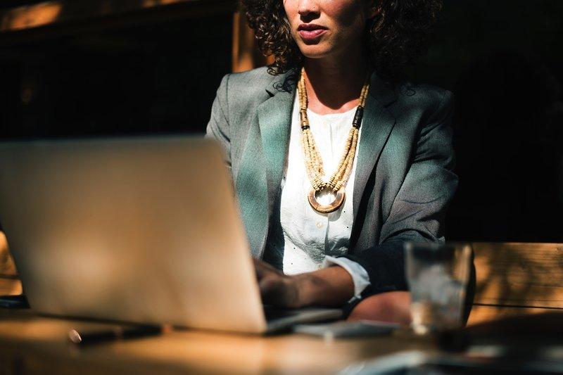 Wanita Workaholic Cenderung Lebih Sulit Hamil, Benar Nggak Ya? 1
